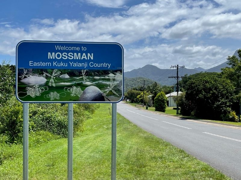 Indigenous Language Signs - Welcome To Mossman